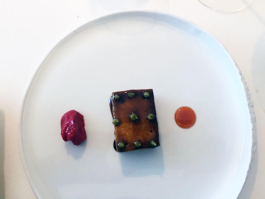 Melanzana, caramello di pesca e pomodoro