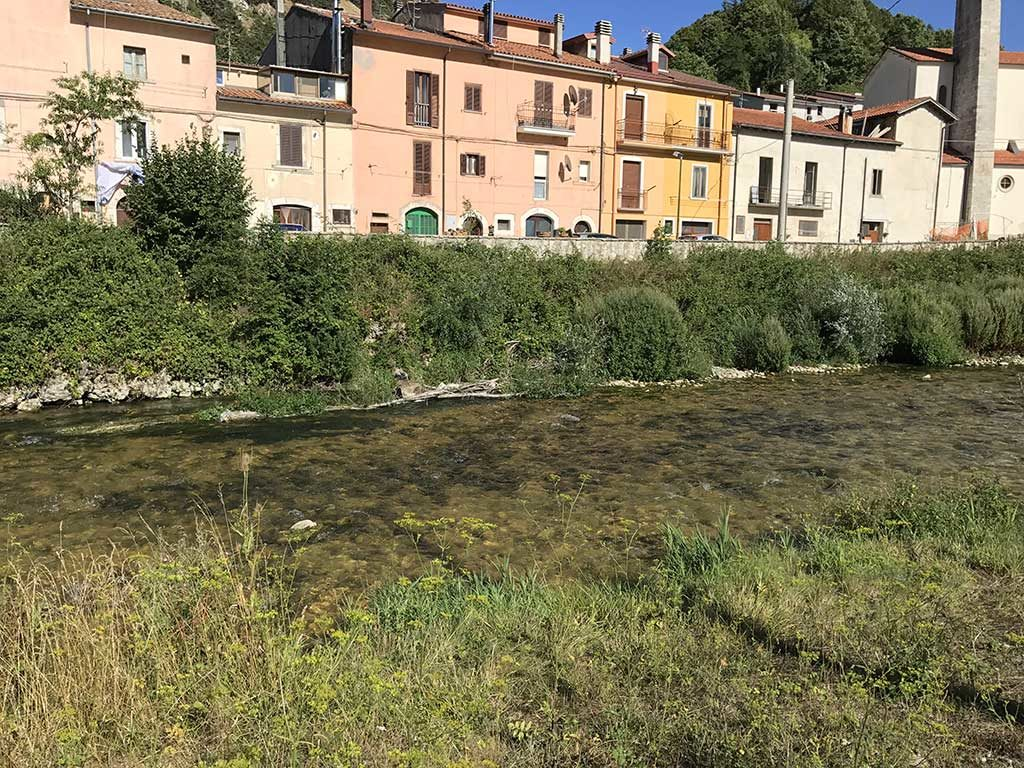 Tratto di pesca a mosca vicino al Ponte della Maddalena